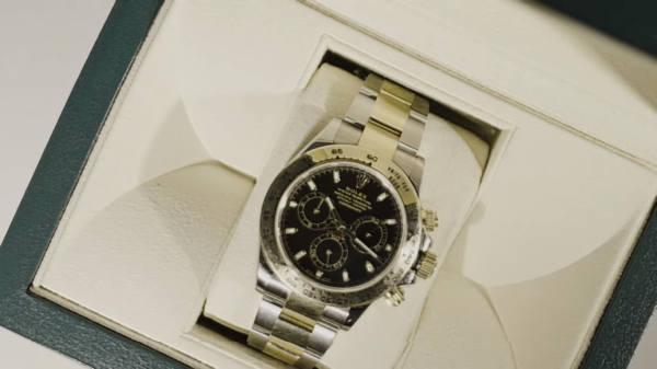 Mert Rolex und Air Max Uhr