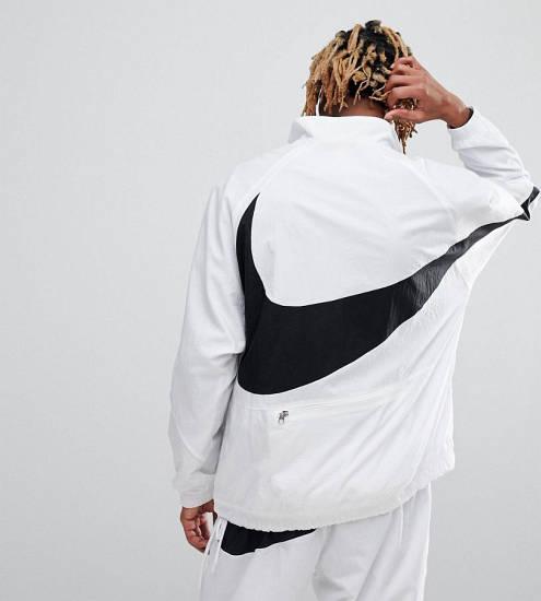 Nike Jacke weiß mit großem Nike Logo