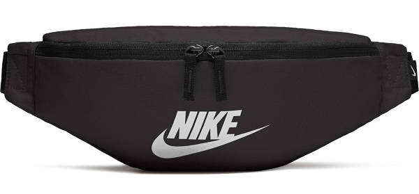 Luciano Meer Outfit Nike Bauchtasche schwarz