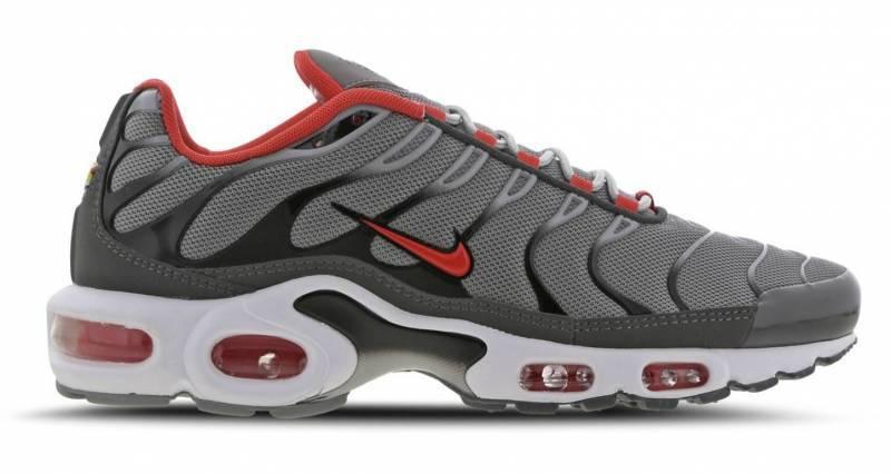 Nike Air Max Plus TN grau mit rotem Swoosh