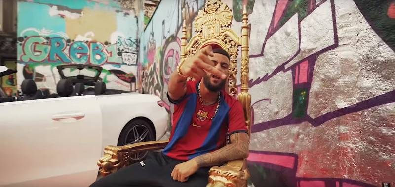 King Khalil Nachts im AMG Outfit