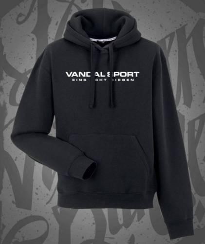 Gzuz Vor der Tür Outfit: Polo Sport Jacke, Pullover, Vandal